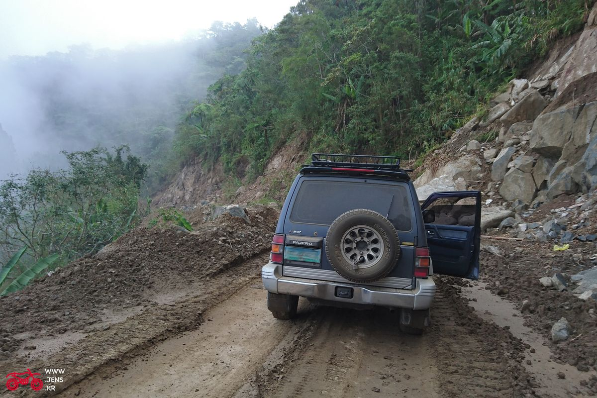 Pajero back mountains teaser 1